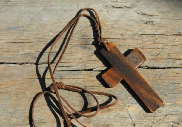 Крест на шее  / Kreuz auf dem Hals