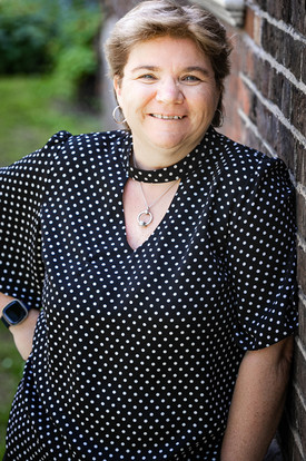 Sarah Clements (writer)
