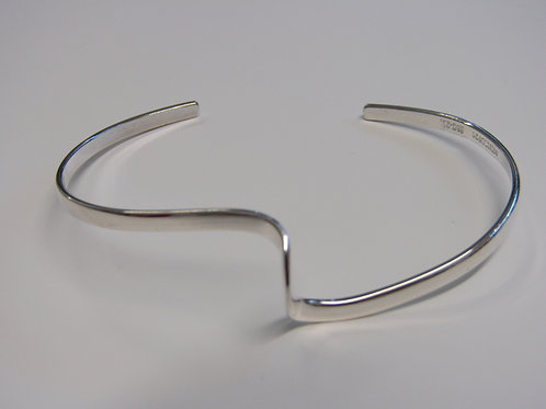 Sterling silver open single wave bangle