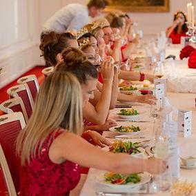 Fiesta roja para mujeres en Suiza