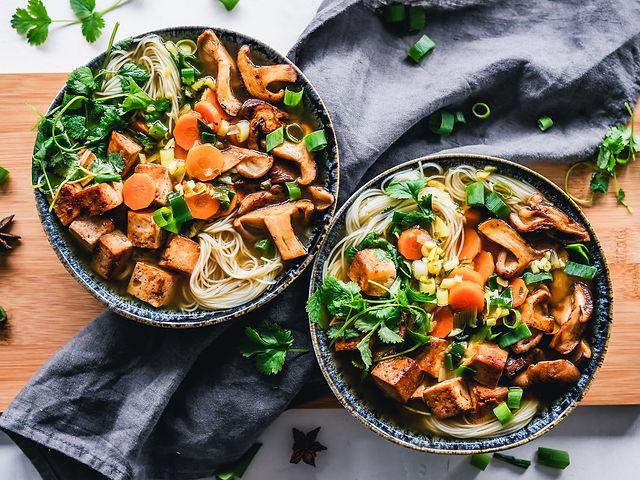 vegane asiatische Nudelsuppe