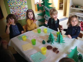 Samen rond de tafel... nieuwjaar zingen 4-jarigen
