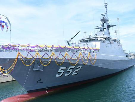 """กองทัพเรือทำพิธีปล่อย """"เรือหลวงประจวบคีรีขันธ์"""" ลงน้ำ"""