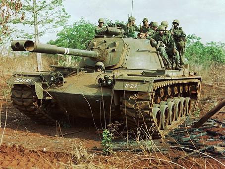 พลรถถังสหรัฐชักปืนพกสู้ทหาราบในสงครามเวียดนาม