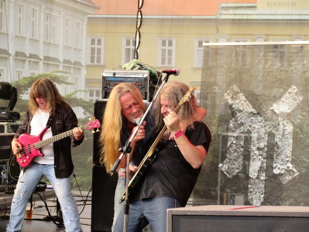 Karel, Kamil /host koncertu/, Hans