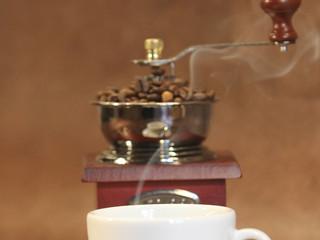Cafe mit Kaffeemühle