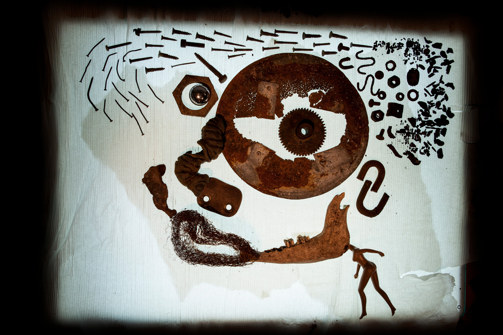 sand & ready made illustration   איור בחול, בחפצים, פרחים, אבנים וכו׳