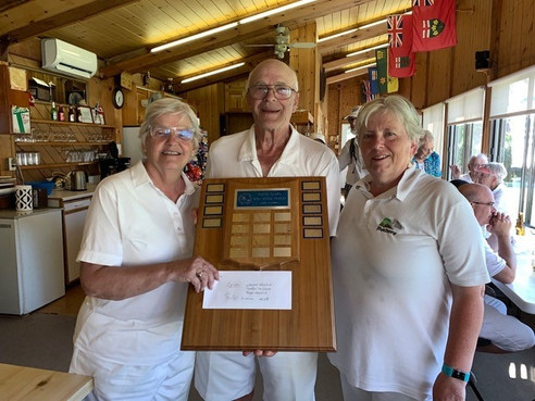 Les gagnants des triples mixtes invitation 2019 de Pointe-Claire: Wayne Hossack, Carolyn McGarr & Faye Hossack
