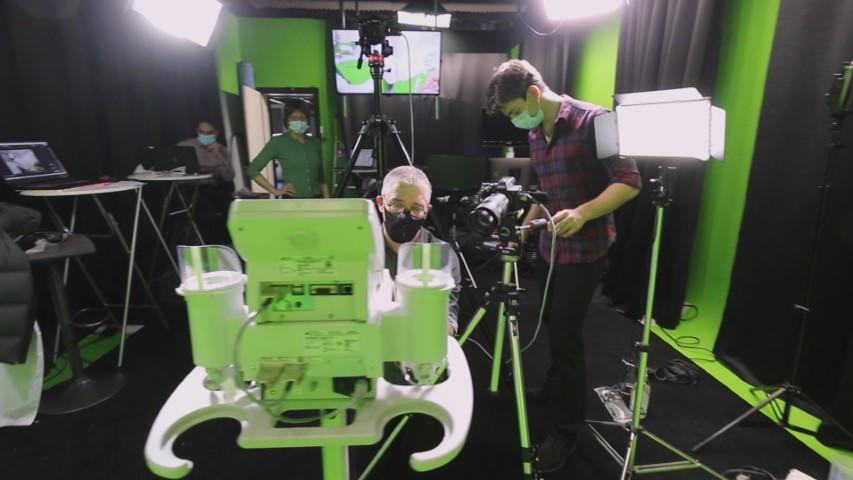 Equipement vidéo professionnel dans studio fond vert