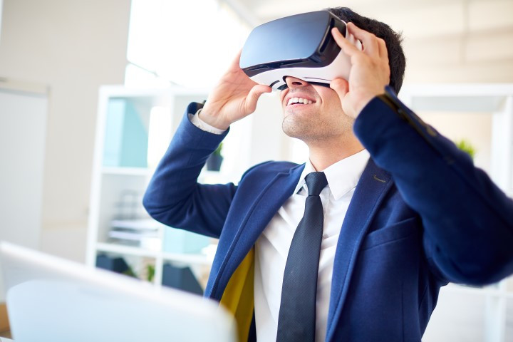 Business student in virtual reality tour