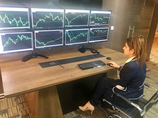 sara trading room.jpg
