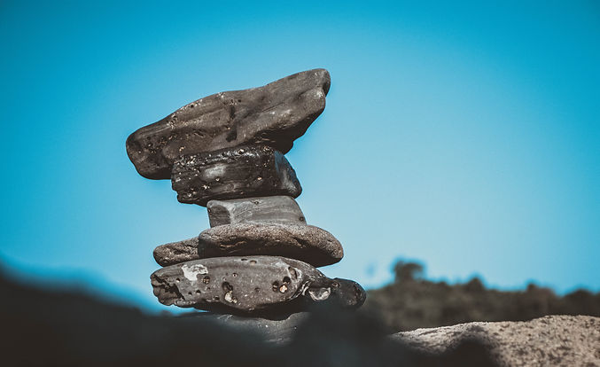 gray_stone_under_blue_sky-scopio-5dc1b8e