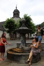 A la fontaine de Sarrance (64)