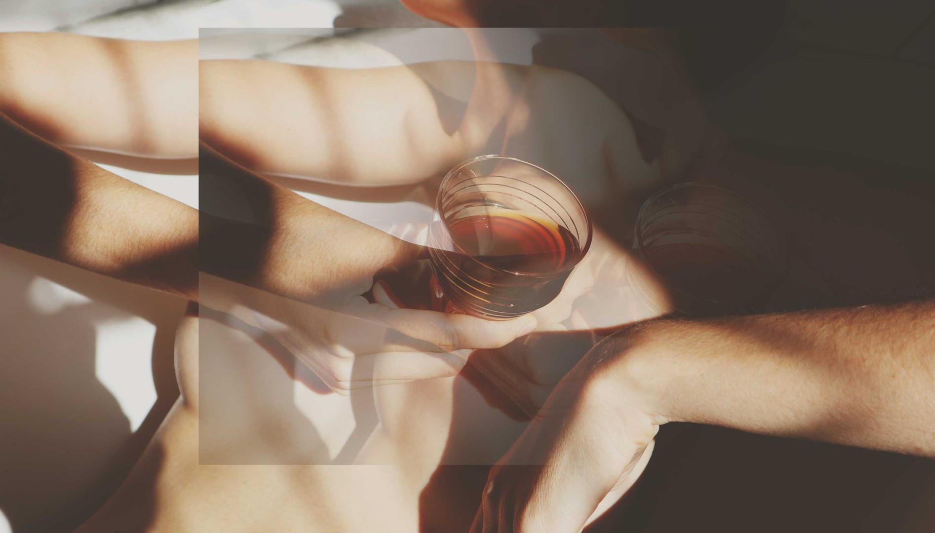 girl-drinking-coffee-in-bath.jpg