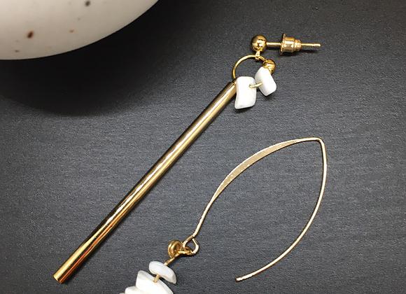 Boucles d'oreilles asymétriques or & nacre