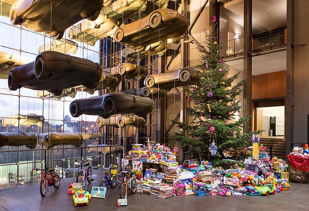 Sapin et cadeaux à la Cité de l'automobile