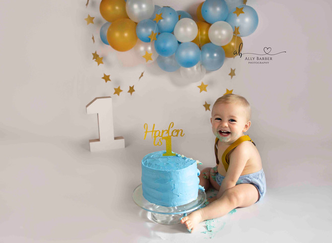baby blue and gold cake smash