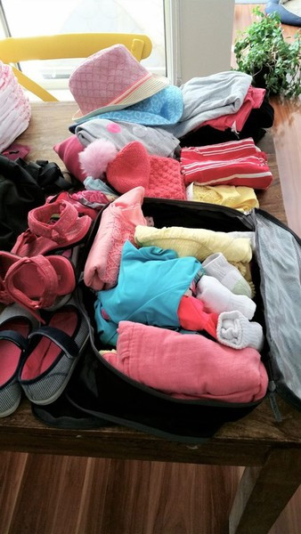 Sort kids clothes into packing cells