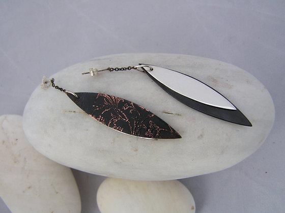 Small leaf sway earrings