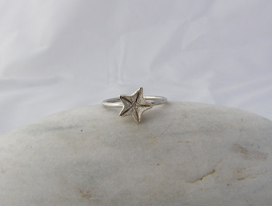 Starfish wee ring silver or gold
