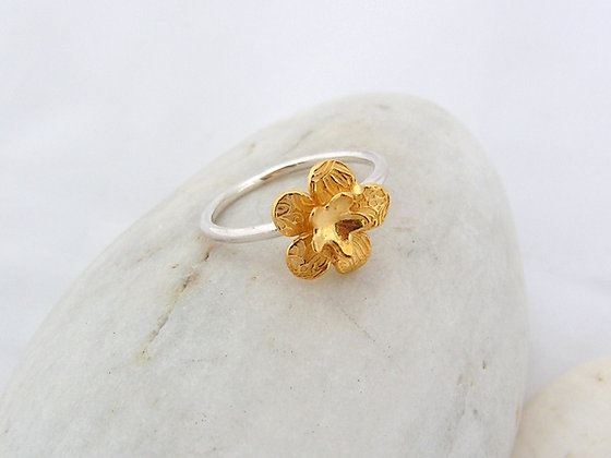Flower wee ring silver or gold