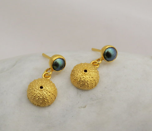 Wee kina pearl earring
