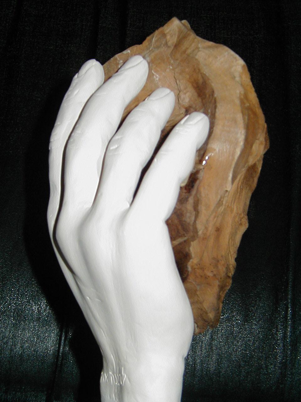 Эрец в Его Руке. (глина, маслина)
