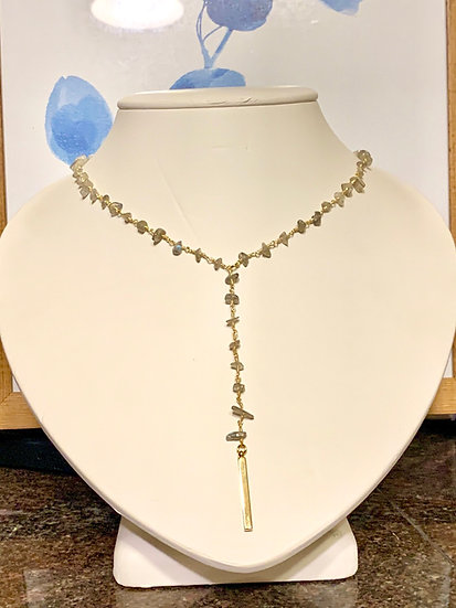 Rosary bead necklace in gold and Labradorite