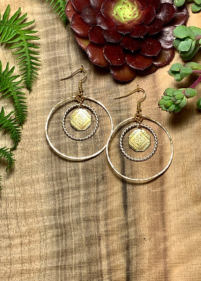 Double hoop earrings with medallion