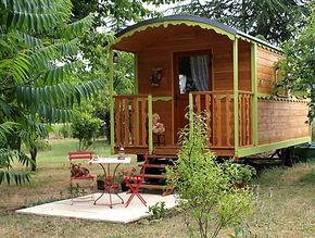 La Maison du Passant - chambres d'hotes et roulotte à chouze sur loire : première photo de la roulotte