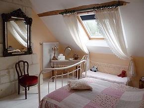 La Maison du Passant - chambres d'hotes et roulotte à chouze sur loire : photo de la chambre numéro 2
