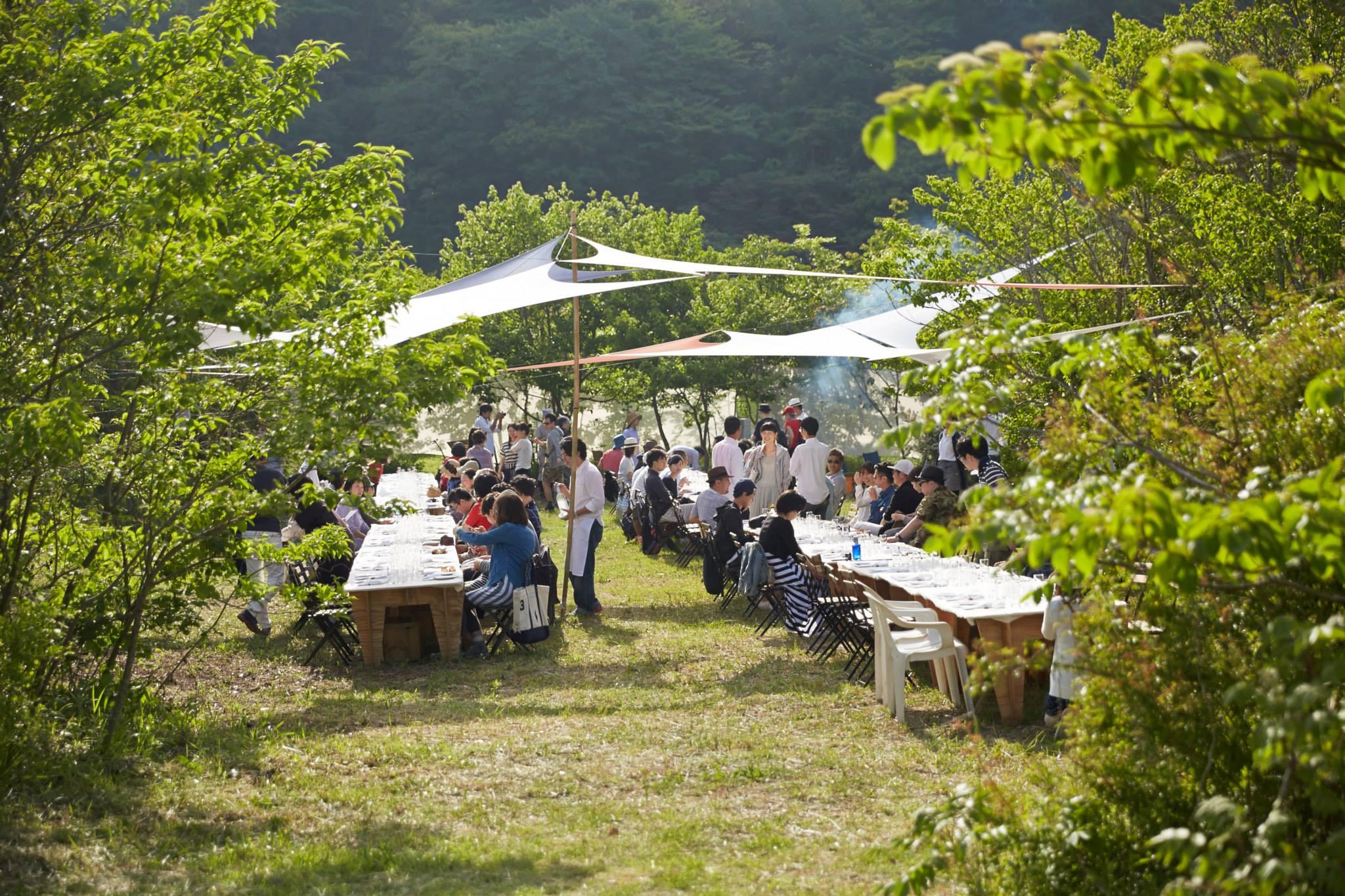 2015.05畑の食卓全体.jpg