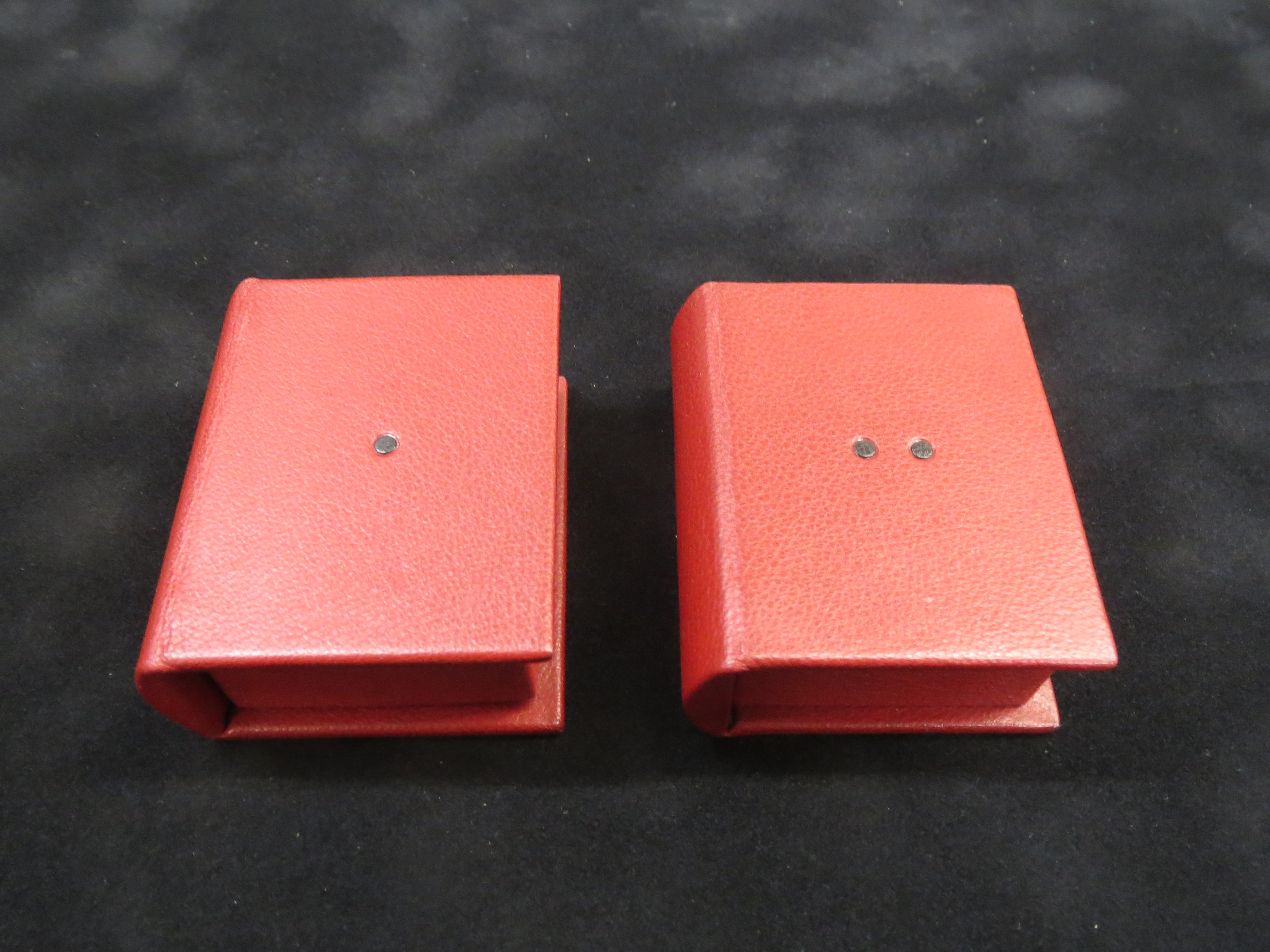 Miniature clamshell boxes