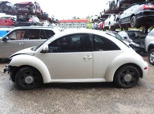 Volkswagen Beetle 1998 .jpg
