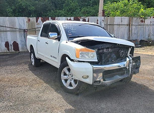 Nissan TITAN 4x4 2011.jpg