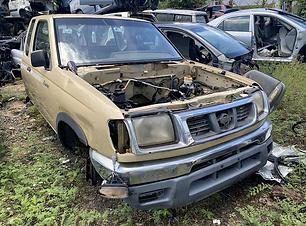 Nissan Frontier 2000.HEIC