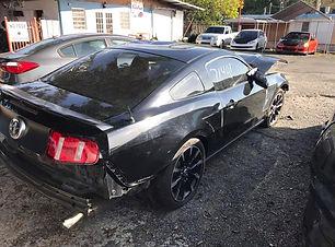 Mustang V6 2011.jpg