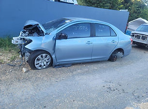 Toyota Yaris std 2012.jpg