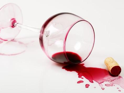 Trucos para quitar manchas de vino