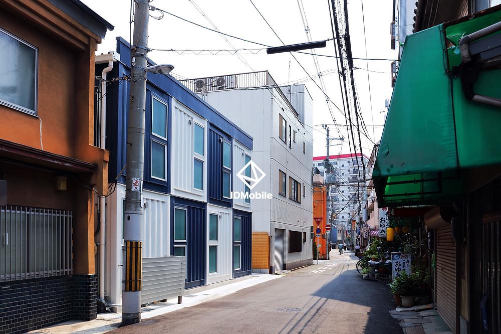 昔ながらの街並みにも意外と馴染むコンテナハウスが大阪にあります。IDMobileの施工事例
