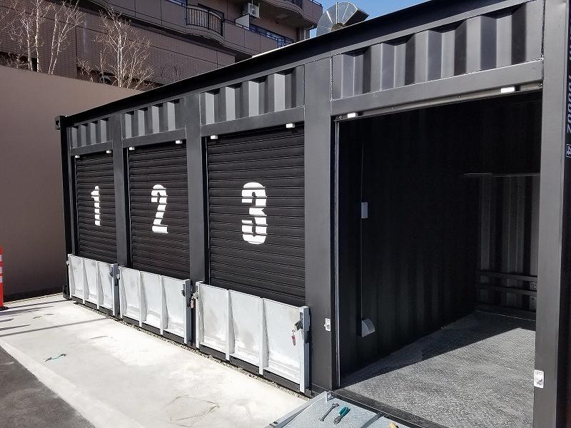 IDMobileのバイクガレージ 20フィート1台にバイク4台格納