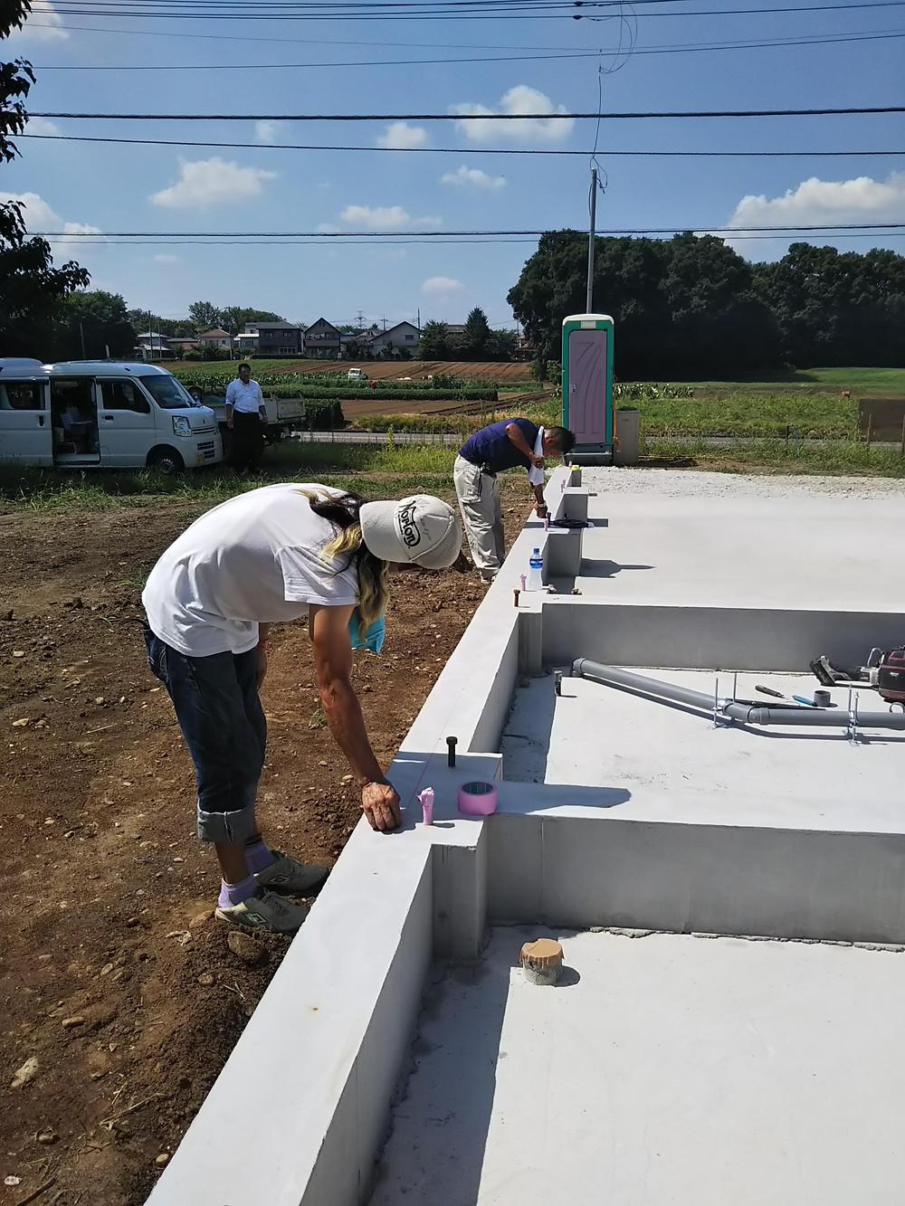 埼玉県狭山市の新築現場基礎墨だし:コンテナハウス