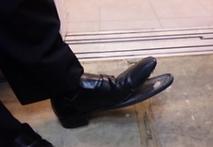 壊れた靴.png