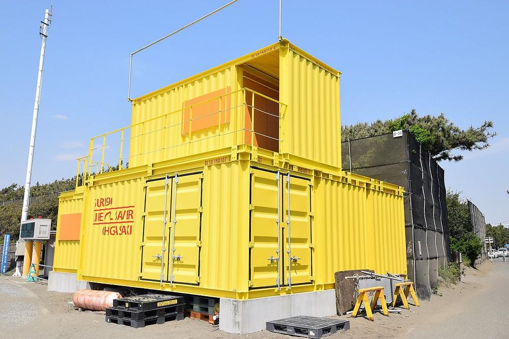 湘南茅ヶ崎ヘッドランド(Tバー)に設置しているライフセービングのコンテナガレージ