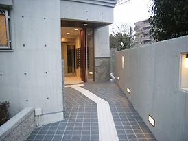 プラウランド守山エントランス.JPG