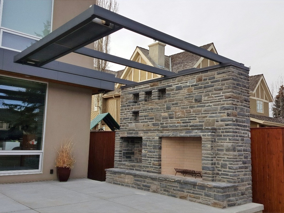 Rundle Stone Outdoor Fireplace