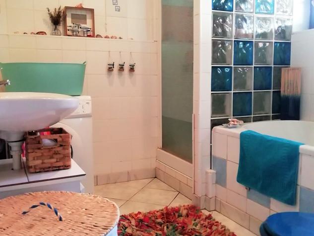 Main House Bathroom - Details