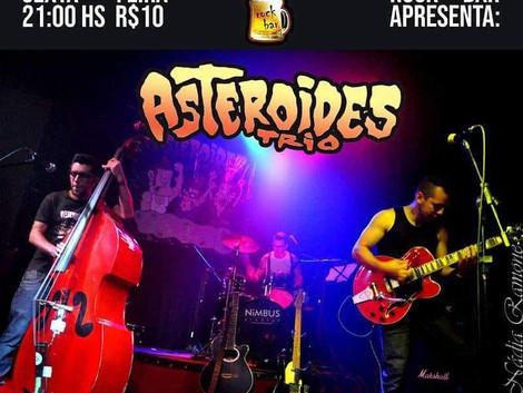 Banda Asteroides Trio agita feriado no Santa Sede Rock Bar