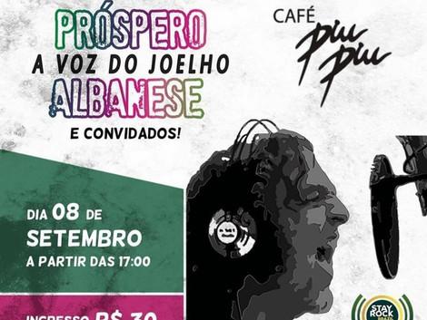 """Próspero Albanese, a voz do Joelho de Porco,  show """"Quase 69"""" no Café Piu-Piu em SP"""