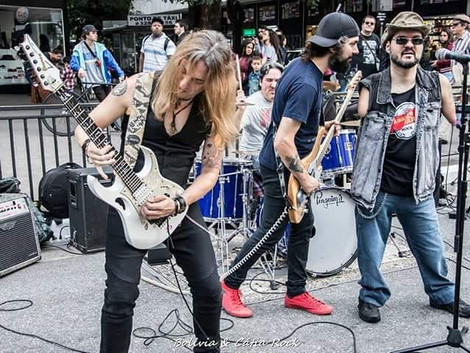 Dudé e A Máfia agita Avenida Paulista no Dia Mundial do Rock